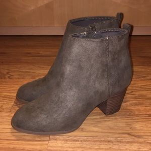 Old Navy Olive Booties - Size 7 *NWOT*